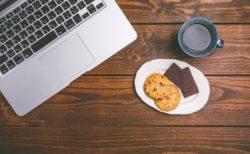 カフェで仕事やパソコン作業をすることのメリットとデメリット各3選